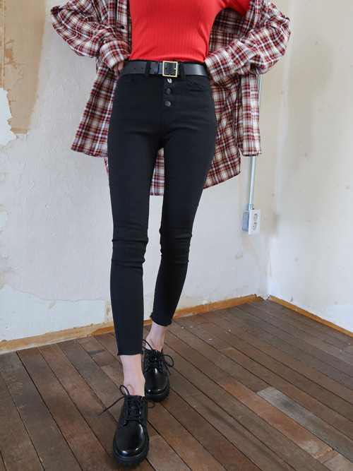 BLACK WASH BUTTON SKINNY JEAN