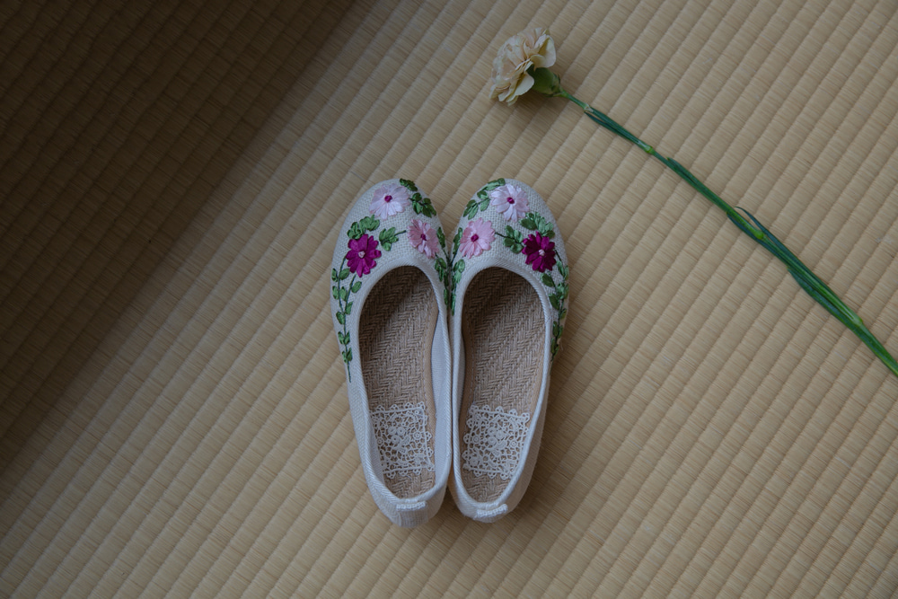 (HANDMADE) FLOWER EMBROIDERY STRAW FLAT SHOES(IVORY, RED 2COLORS!)