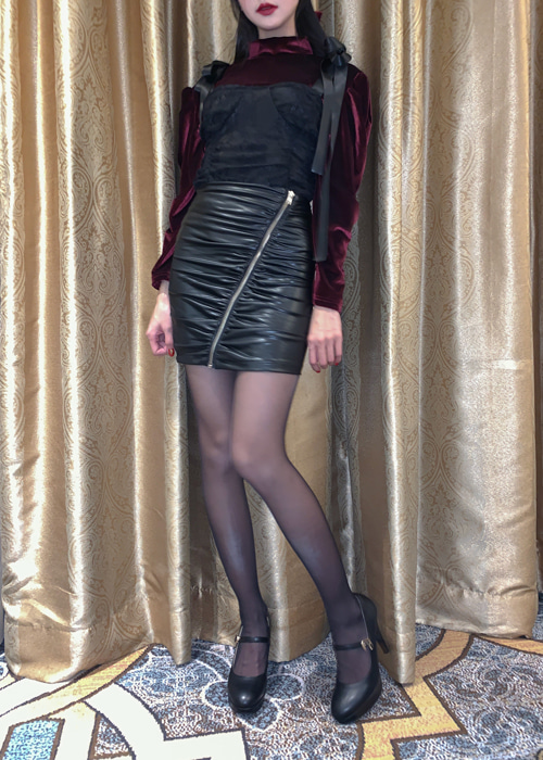 LEATHER ZIP-UP SHIRRING SKIRT