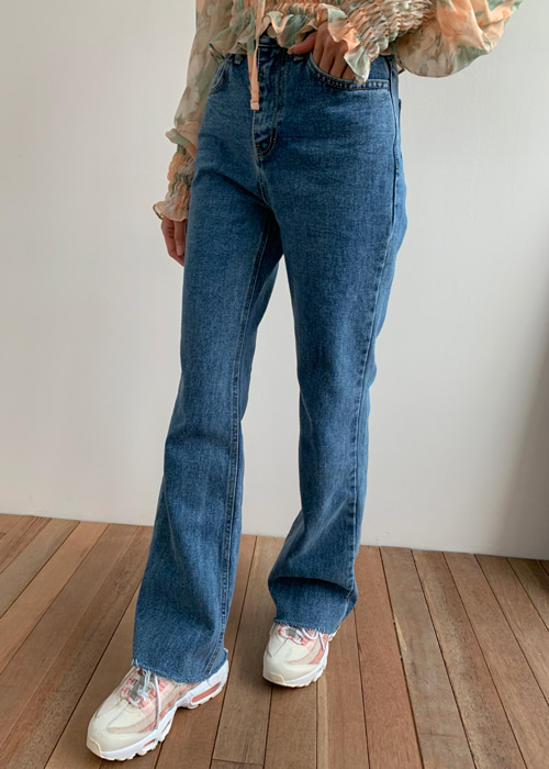 SLIM SEMI BOOTSCUT PANTS(BLUE, BLACK WASH 2COLORS!)