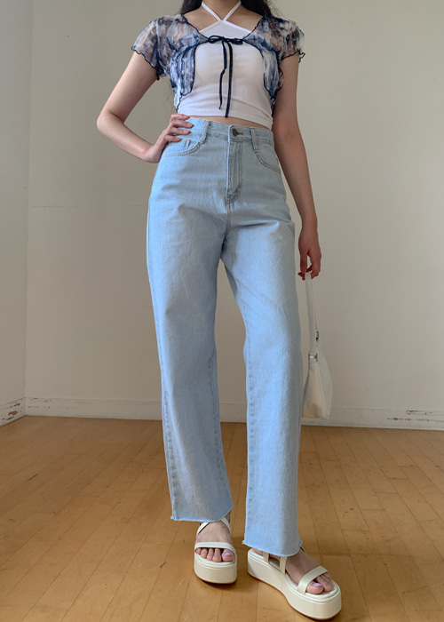 LIGHT WASH HIGHWAIST STRAIGHT JEAN