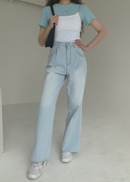 LIGHT WASH PINTUCK DENIM PANTS