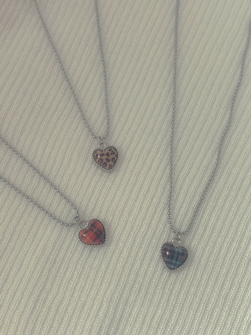 PATTERN GLOSSY HEART NECKLACE(BEIGE, RED, NAVY 3COLORS!)